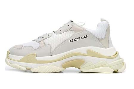 Zapatillas Balenciaga Triple S modelo de color blanco